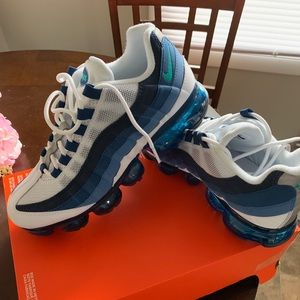 Nike Shoes - Men's 7.5 women's 9 brand new air max